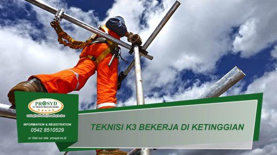 Teknisi K3 Bekerja di Ketinggian